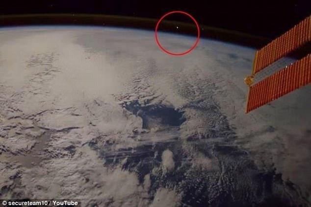 NASA再躺枪!ISS宇航员拍到疑似UFO画面