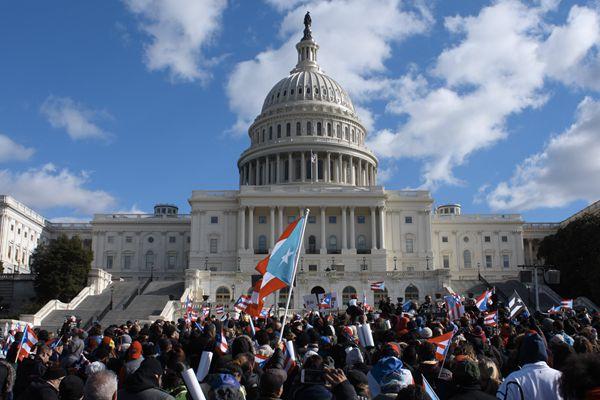 """美民众""""包围""""林肯纪念堂 呼吁关注灾后重建"""