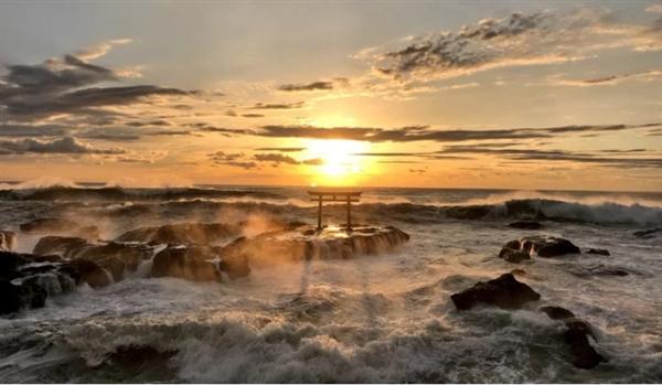 日本网友用iPhone 7 Plus拍神矶鸟居 震撼如大片