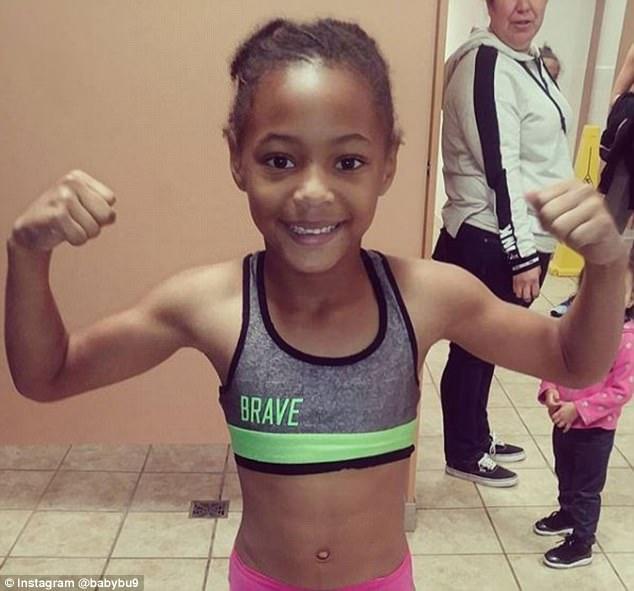 美8岁小女孩致力拳击训练 视频展示惊人技巧
