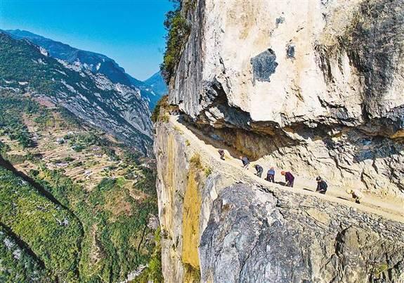 【领航新征程】重庆巫溪悬崖村绝壁上凿出致富路