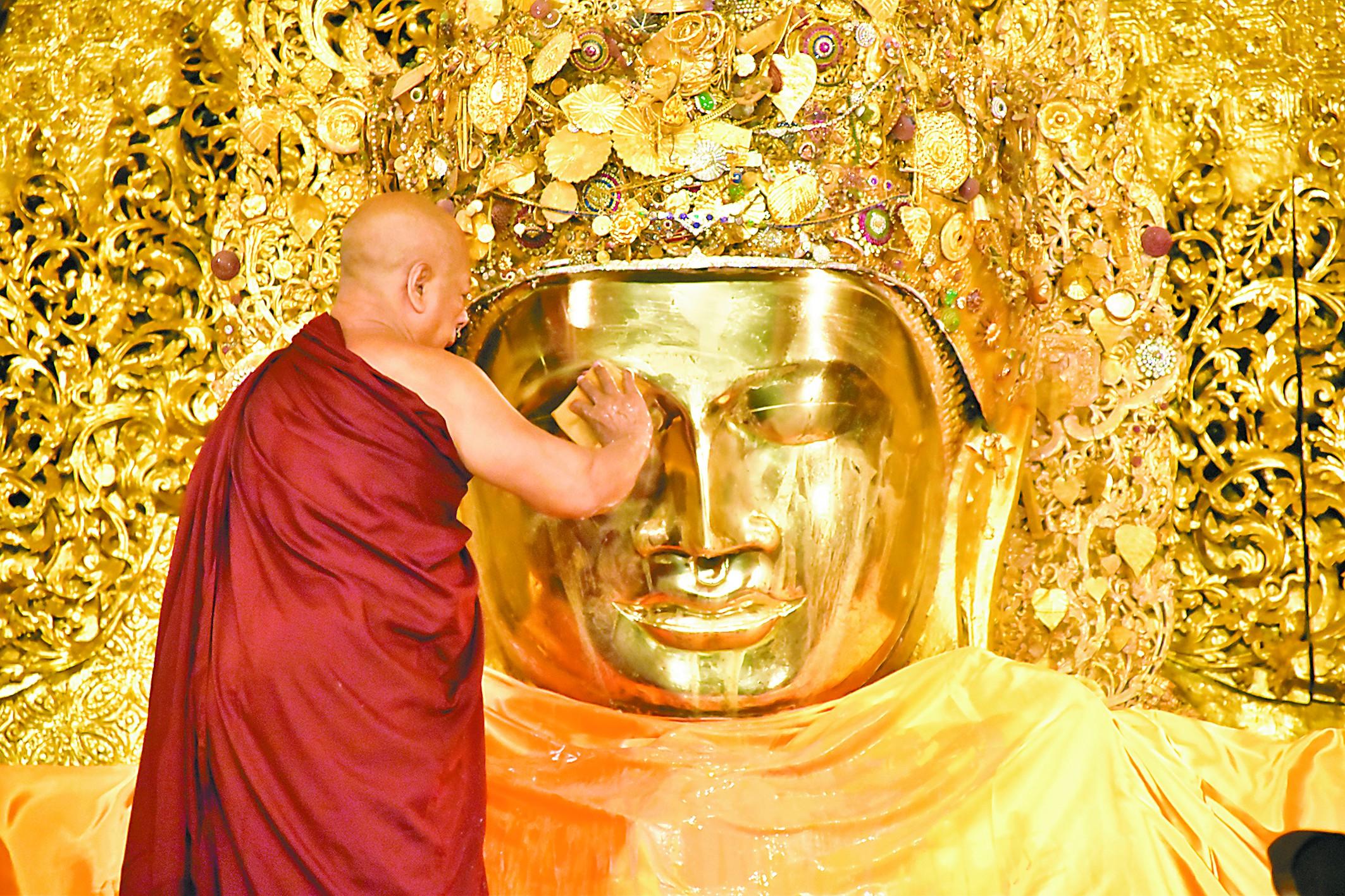 凌晨排队在缅甸看大佛洗脸