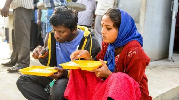 """印度""""英迪拉食堂"""":五毛钱一顿美餐"""