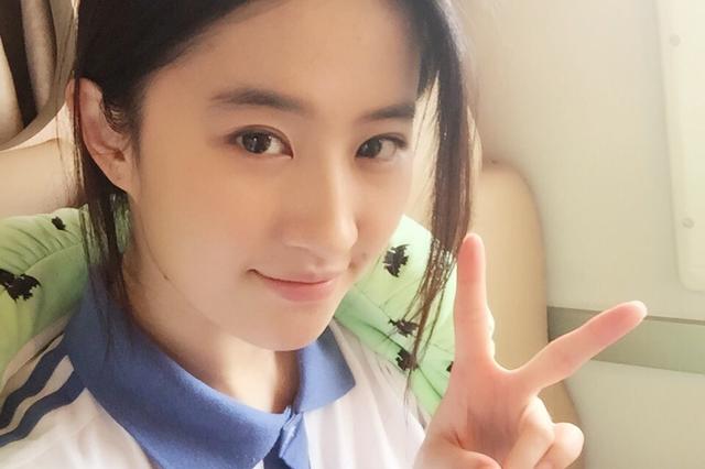 青葱岁月的回忆:刘亦菲也不敌这三位校服女神