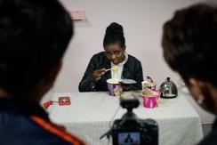 """非洲女孩在中国学习当""""网红"""" 爱吃辣条"""