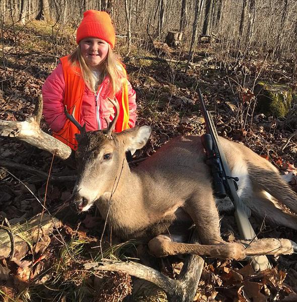 威斯康星州取消狩猎年龄限制 6岁女孩猎杀雄鹿