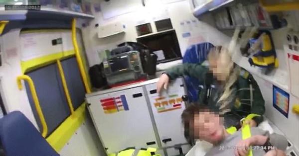 英警察遭罪犯连吐24次口水 警方呼吁打击辱警