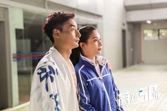 秦凯何姿亮相《蔚蓝50米》 冠军夫妇甜蜜发糖