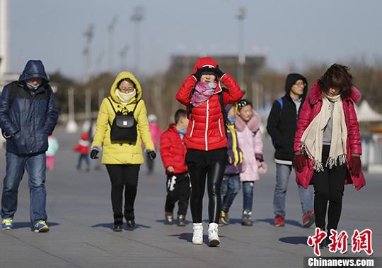北京发布大风蓝色预警 22日白天有7级左右阵风