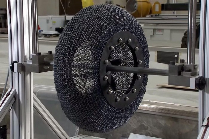 NASA展示新型火星探测器轮胎:能恢复至原来形状