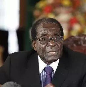 一觉醒来,穆加贝宣布辞职!