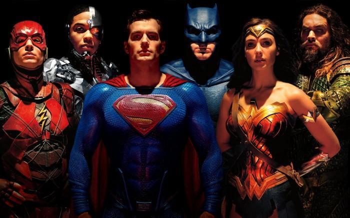 华纳兄弟晒出带有超人的《正义联盟》海报
