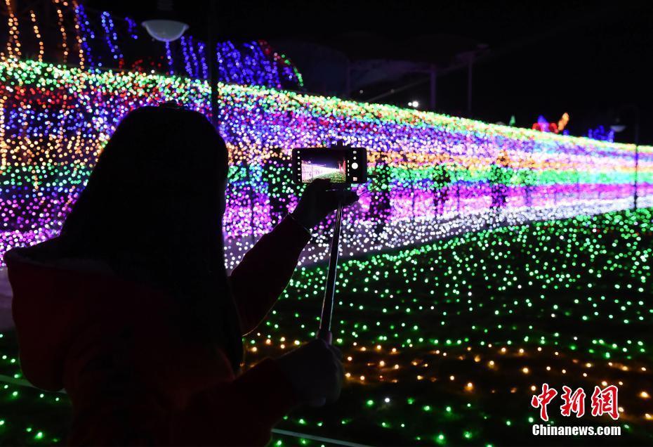 重庆3000万盏彩灯打造梦幻灯光节