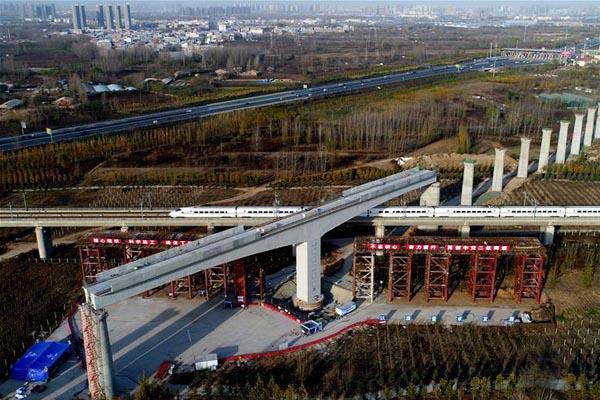 郑万高铁万吨T构桥横跨京广高铁转体成功