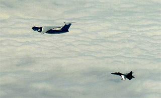 大陆军机群穿越岛链让台紧张不已