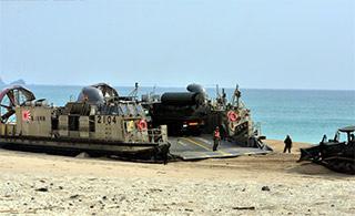 日陆战队大规模演习装备倾巢出动