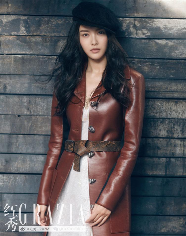 唐嫣登杂志封面冷艳时髦 解锁新风格美帅怡人