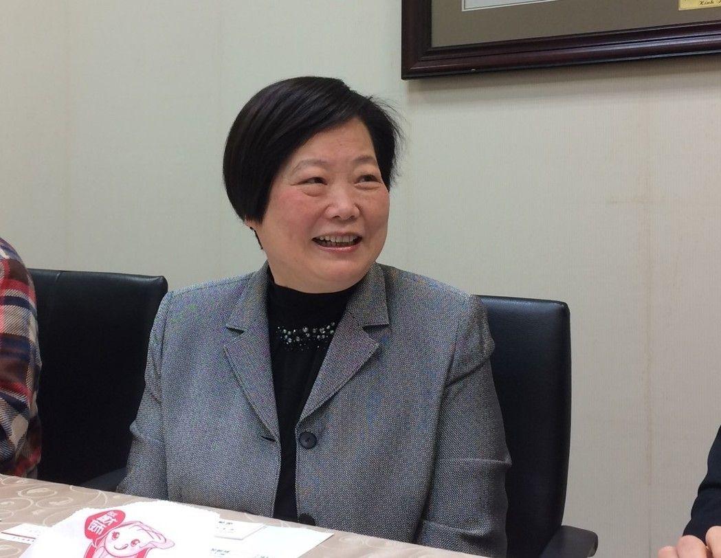 工作9个月只休9天资方称台湾没有过劳死 蔡表姐语塞:一时很难解释