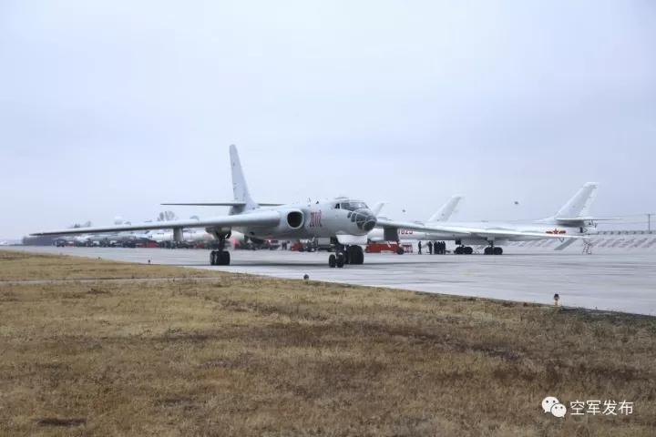 中国空军轰炸机学员首次长途跨区机动转场训练