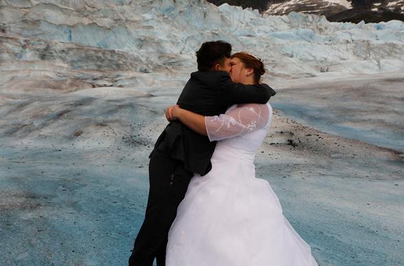 在冰河上结婚?那些你想不到的冬季户外盛宴