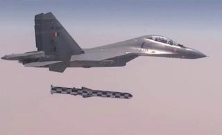 现场视频:印度苏30首次实弹射击布拉莫斯导弹