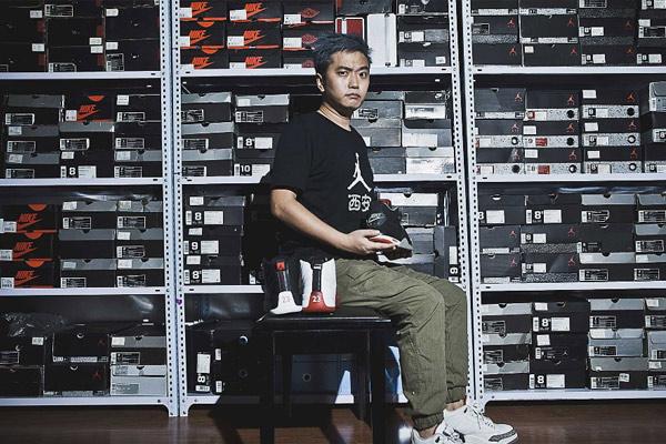 男子15年花百万收藏700双球鞋 想开博物馆