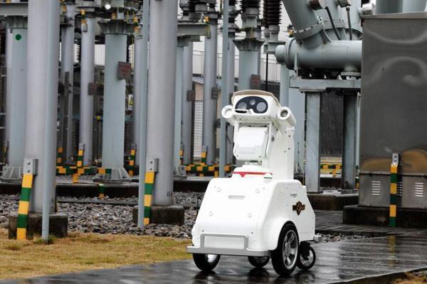 重庆空地立体电网巡检机器人队亮相