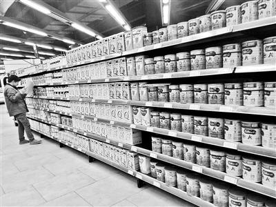 最严奶粉监管政策将近 进口婴儿奶粉获3年宽限期?