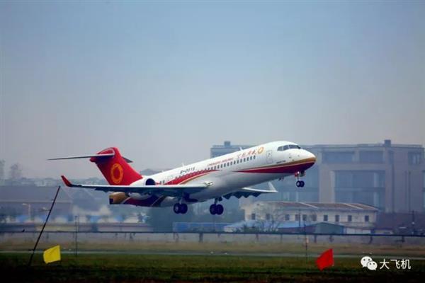 国产支线客机ARJ21新突破:第一架公务机首飞成功