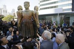美市长接受慰安妇雕像 大阪威胁要绝交