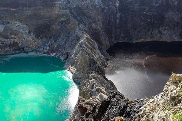 印尼三湖泊相连颜色却不同 频繁变色令人惊奇