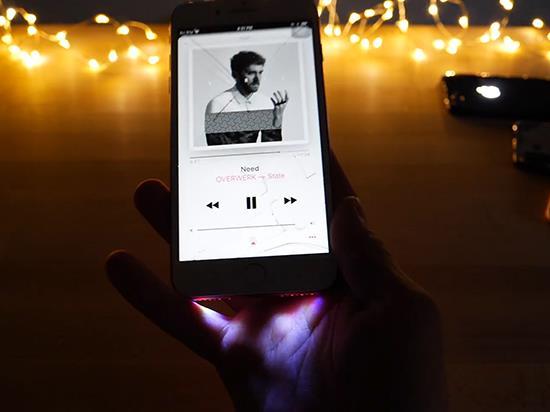 iPhone用上跑马灯!改装以后突然变山寨了