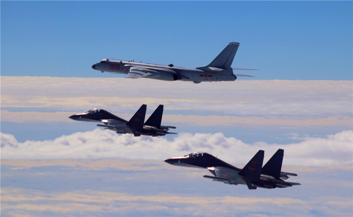 中国空军轰6K等多架军机飞赴南海进行战斗巡航