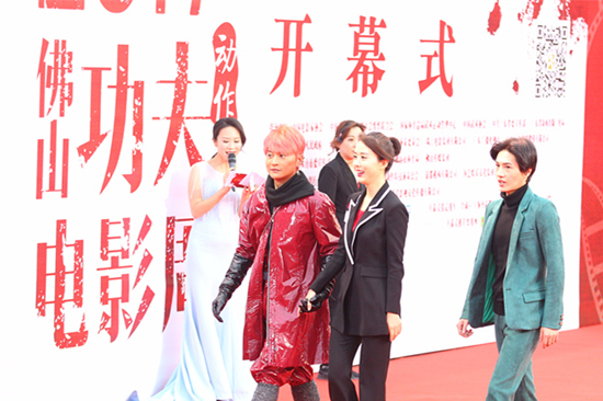 陈志朋佛山电影周大秀油漆装 为《战狼2》开奖