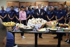 特朗普感恩节咋过?发推与海岸警卫聚餐