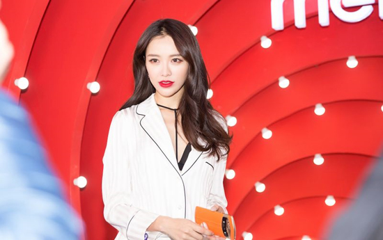 黄一琳演绎秋冬新风尚 时尚大片性感迷人