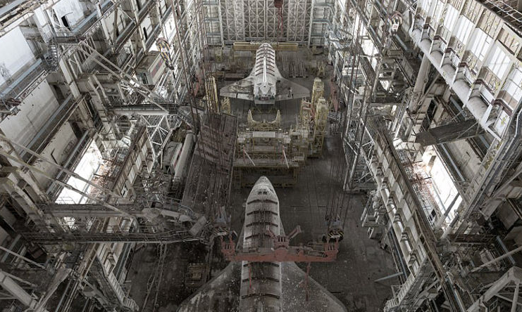 探访前苏联航天飞机现状 被弃废墟中