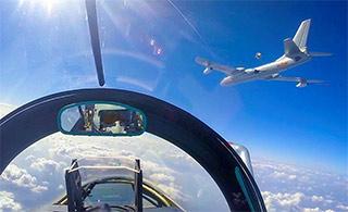 罕见歼10空中加油机舱内视角