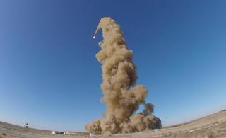俄罗斯新型反导导弹试射画面曝光 一飞冲天