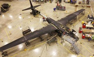 延时摄影看U2间谍机拆解过程 最后成零件状态