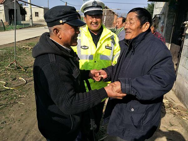 """安徽两兄弟为父还32年前欠款:""""还清了,浑身轻松"""""""