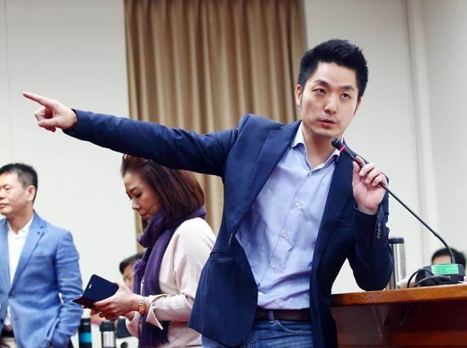 """劳工团体为国民党加油 蒋万安被封""""站""""神"""
