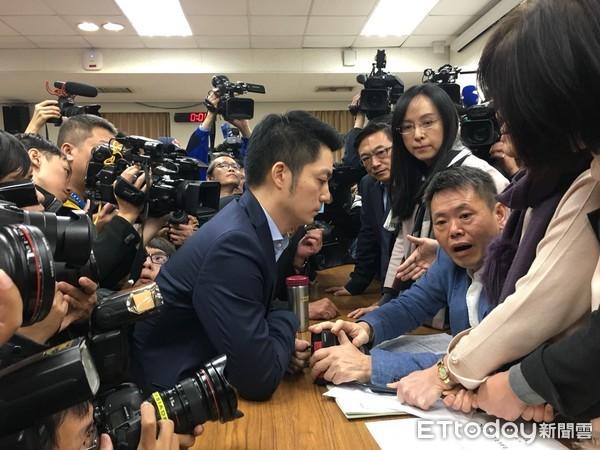 """国民党拖延战术奏效 """"一例一休""""初审闯关失败"""