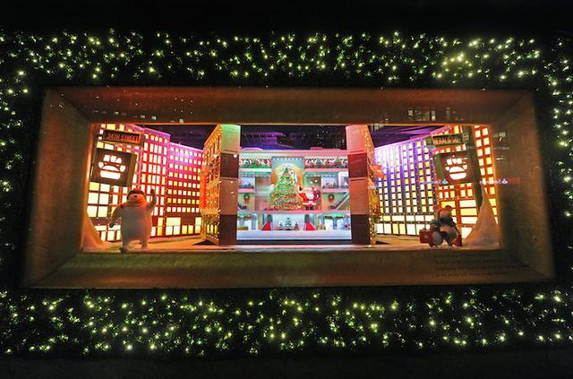 一年一度圣诞橱窗登场 来看看纽约的商铺都忙活得怎么样