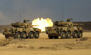 中国驻吉布提基地火炮实弹射击