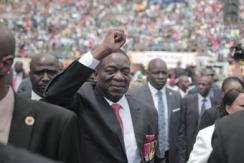 姆南加古瓦宣誓就任津巴布韦新总统