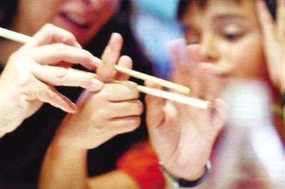 3岁学用筷子孩子更聪明