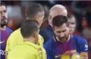 咽不下这口气!梅西向裁判组比划:球过线这么多!