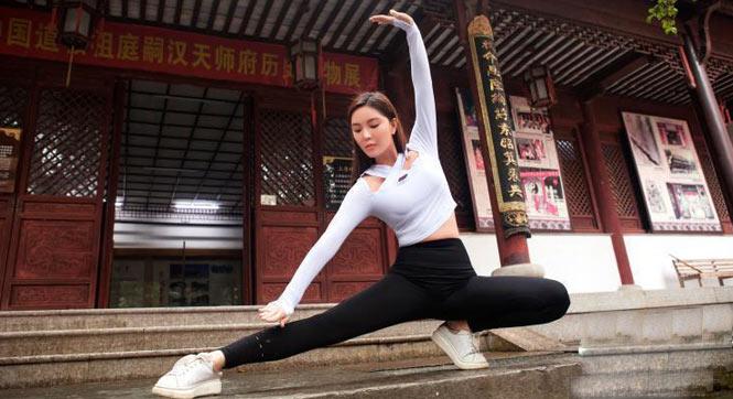 健身美女龙虎山练习养生操 秀出好身材
