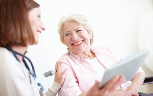 我国长期护理服务有效供给不足 亟待改善支付扩大供给